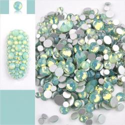 Glass rhinestones GREEN OPAL 100pcs.